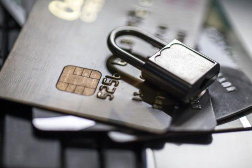 Thẻ ngân hàng bị khóa, tài khoản ngân hàng bị khóa phải làm thế nào?