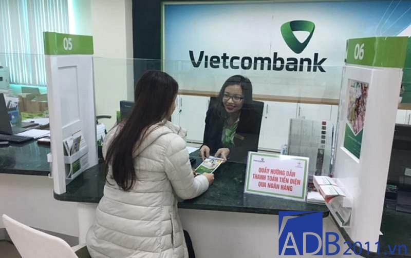 vietcombank giờ làm việc