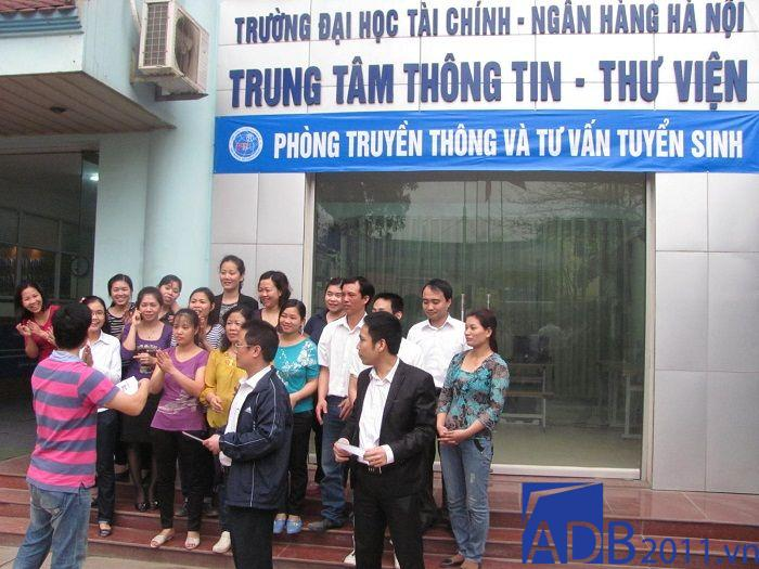 Đại học Tài chính Ngân hàng Hà Nội ở số 136 Phạm Văn Đồng