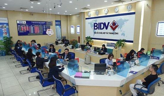 ngân hàng BIDV làm việc đến mấy giờ?